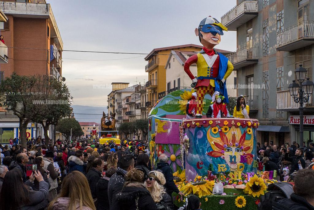 Cala il sipario sul carnevale di lamezia niente festa e for Idee per carri di carnevale semplici