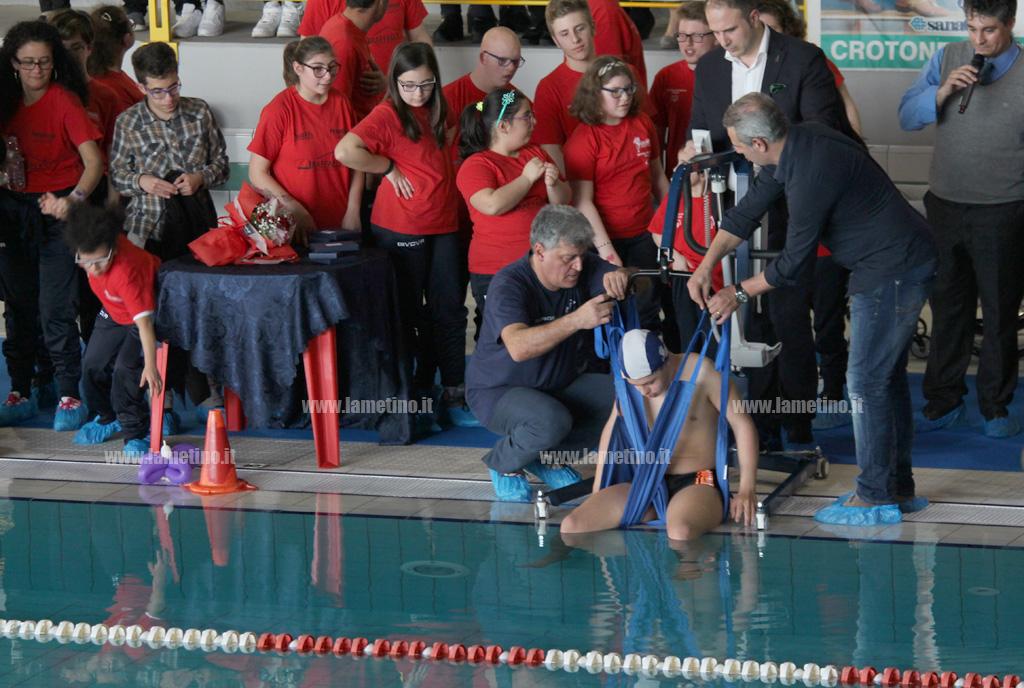 """Lamezia, """"Abili allo sport"""" consegnate attrezzature per una piscina comunale accessibile a tutti ..."""