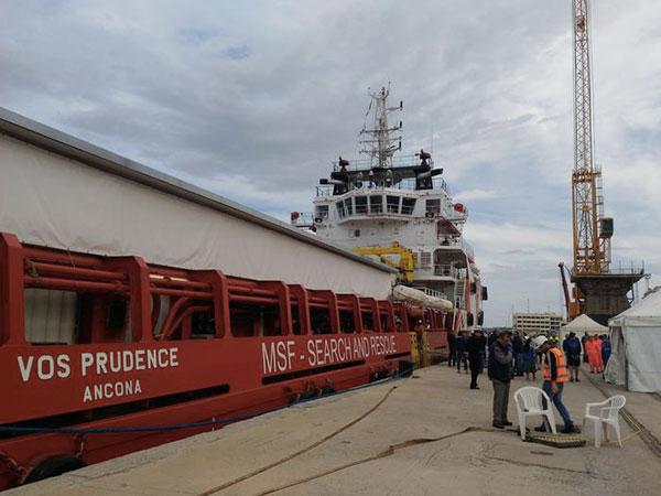 A Reggio Calabria nave con 649 migranti