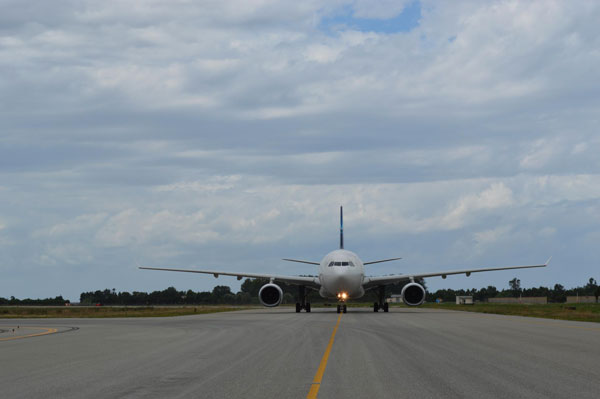 Aeroporto dello Stretto, cittadini in piazza: