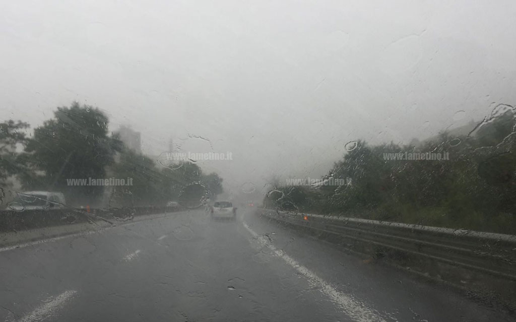 Raffiche di vento e temporali, prolungata allerta meteo in Campania