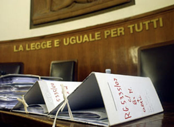aula-tribunale-carte-documenti.jpg