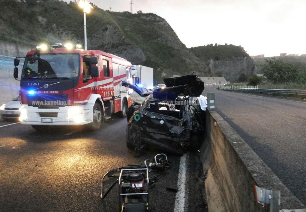 Incidenti: auto si ribalta nel Catanzarese, un morto e due feriti