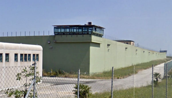 Vibo Valentia Agente Di Polizia Penitenziaria Si Toglie