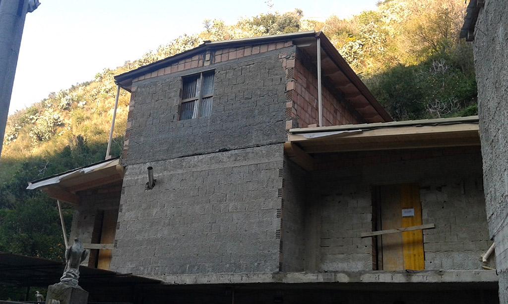 costruisce due nuovi piani casa in zona a vincolo