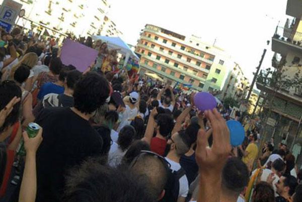 Gay pride Cosenza, in tanti al corteo contro l'omofobia