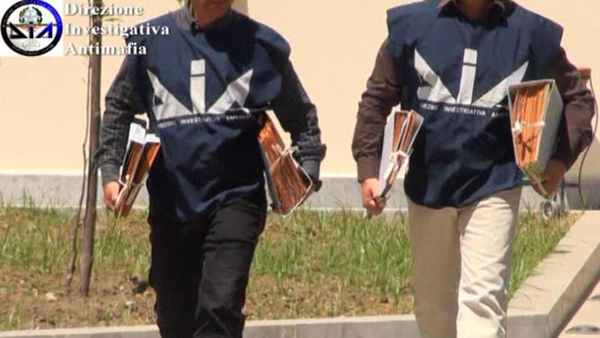 Minniti a Reggio Calabria consegna 67 beni confiscati al Comune