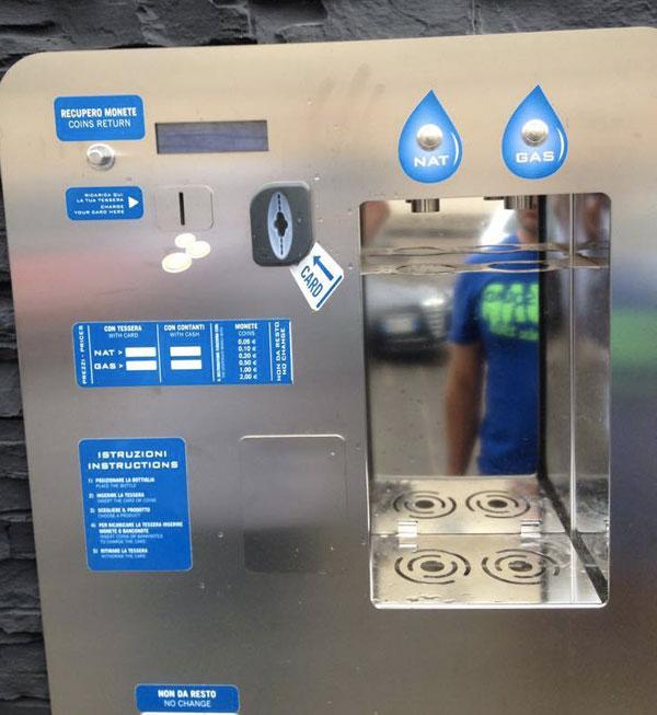 Lamezia: Installato distributore acqua naturale e gassata su corso Numistrano