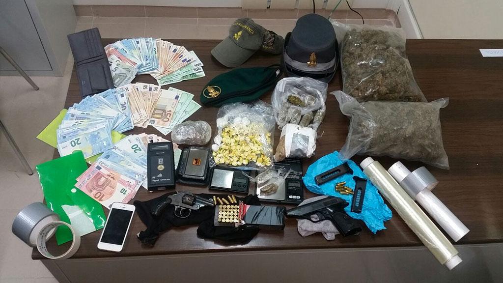 Spaccio a Lamezia Terme: droga, armi e denaro in casa. Un arresto