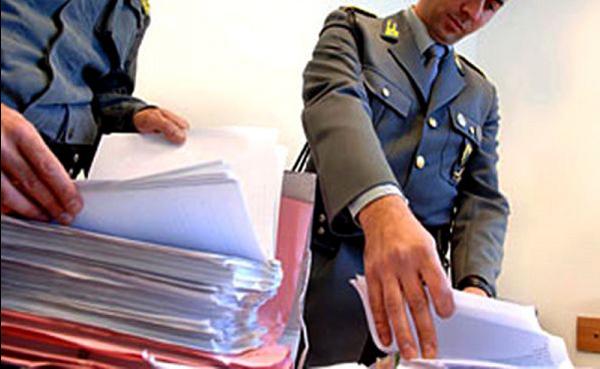 Crotone: truffava gli assistiti del patronato elargendo prestazioni a pagamento