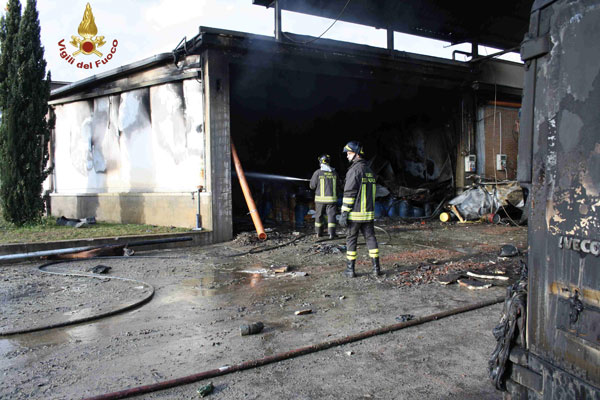 incendio-ILSAP-Latina-17-dicembre-2013.jpg