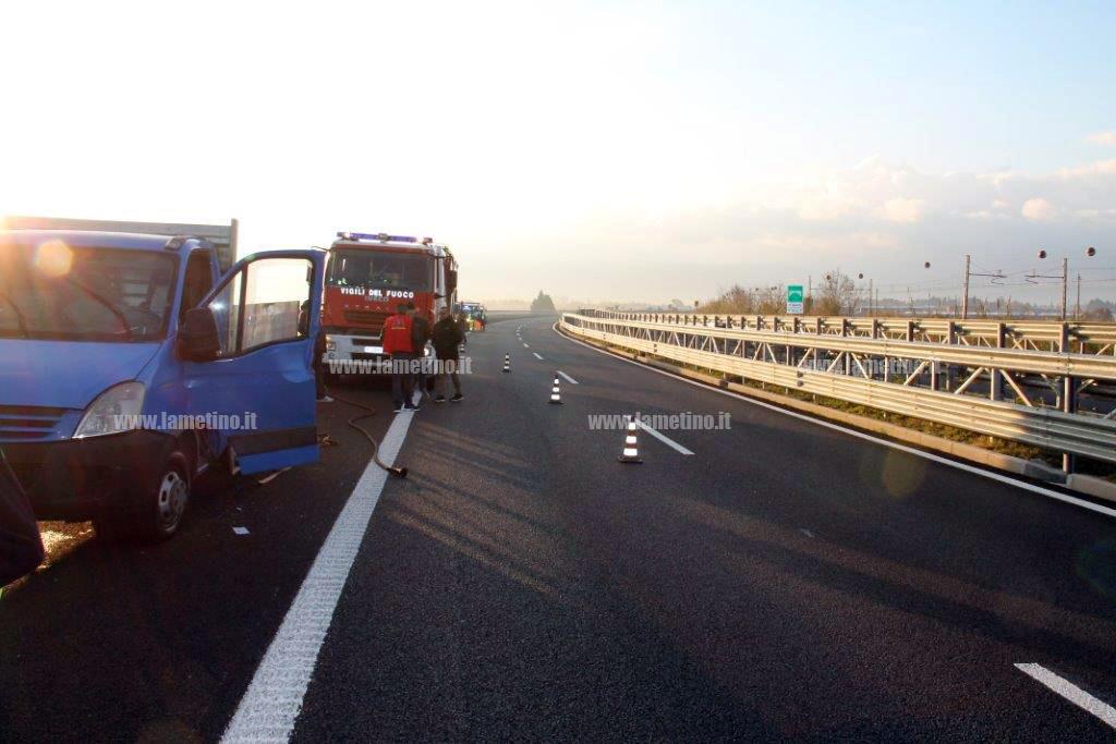 Scontro tra un camion e un pick-up, un morto sull'A3 Salerno-Reggio