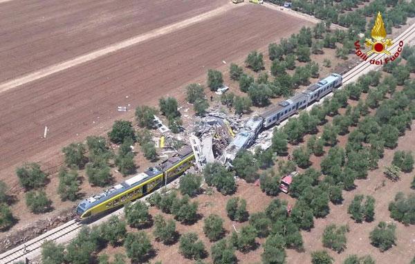 Scontro fra due treni di pendolari Almeno quattro i morti
