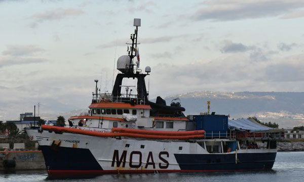 A Corigliano nave privata con 415 migranti, molti casi di scabbia