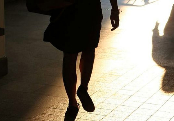 Molesta e minaccia l'ex e la figlia: un arresto a Siderno