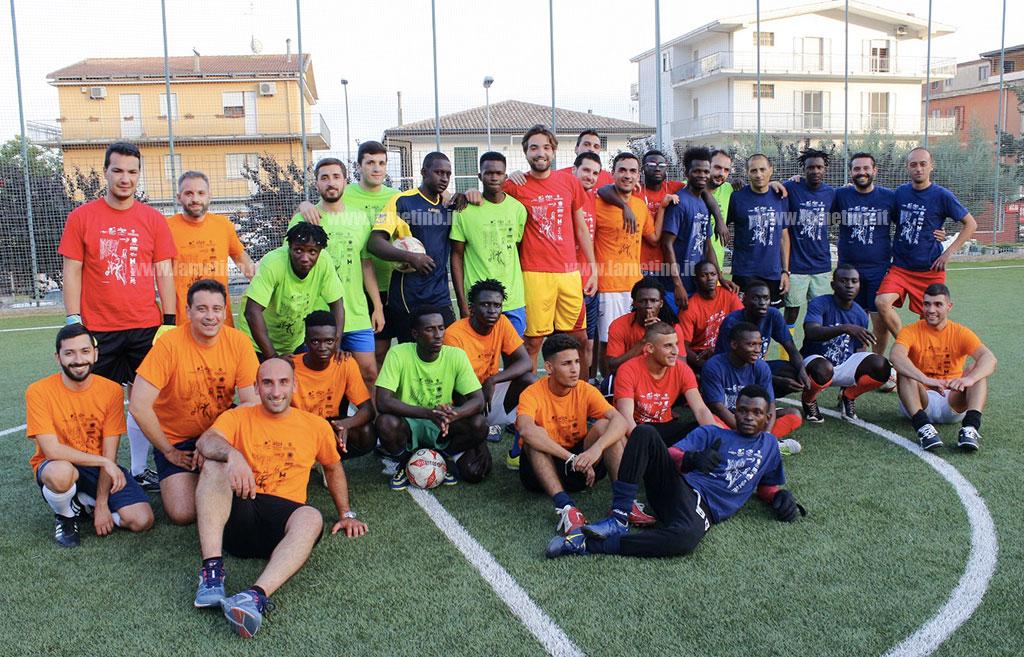 Lamezia, 'Dalla stessa parte, con maglie diverse': ospiti Sprar, Aiga e giovani commercialisti insieme per un calcio solidale