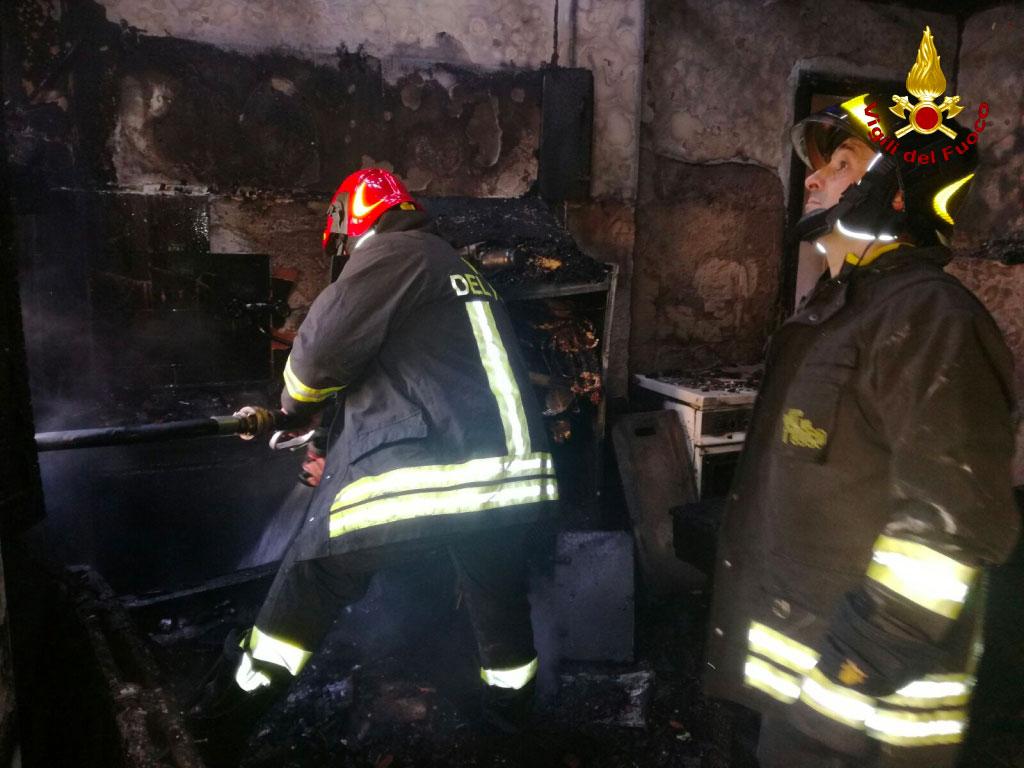 Incendio in una casa a Chiaravalle, morta 93enne